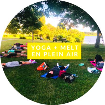 Yoga Melt en plein air dans un parc avec vue sur l'eau